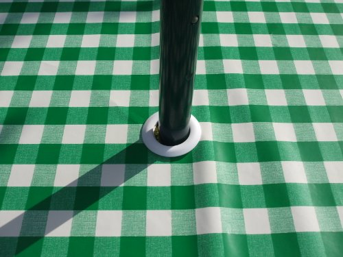 Tischdecke, PVC/Vinyl, oval, 140x 300cm grün Gingham mit Sonnenschirm Loch