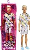 Barbie - Bambola Ken Fashionistas Biondo con Vestiti alla Moda, Giocattolo per Bambini 3+ Anni, GRB90