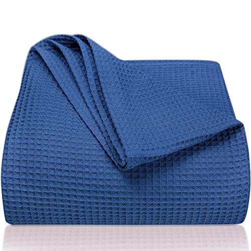 LAYNENBURG Premium Tagesdecke 150 x 200 cm - Waffelpique 100prozent Baumwolle - leichte Sommerdecke - Baumwolldecke als Bett-Überwurf, Sofa-Überwurf, Couch-Überwurf - luftige Sofa-Decke (blau)