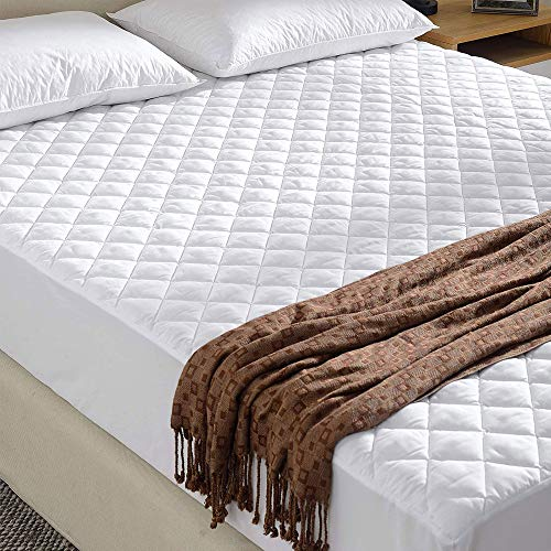 Gaveno Cavailia Extra Soft Quilted Mattress Protector, Fully Fitted Non Allergenic Bed Cover, Breathable Hypoallregenic Easy Care Sheet Wrap, 4FT Small Double, Polycotton, White