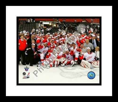 2008 Stanley Cup Champs Detroit Red Wings NHL 8x10 Photograph Champions Celebration