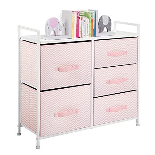 mDesign Kommode aus Stoff – schmaler Schrank Organizer mit 5 Schubladen – praktisches Aufbewahrungssystem für Schlafzimmer oder Schlafsaal – rosa/weiss