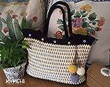 Bolso tote bag, diseño exclusivo hecho a mano, pieza única, modelo'Go to the Beach' con colgante de borlas y abalorios y botones a juego en el cierre.