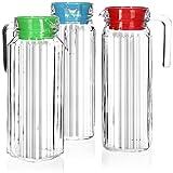 com-four® 3x Glaskrug mit Deckel - Wasserkaraffe mit Griff - 1,1 Liter Glaskaraffe für Wasser, Milch, Saft und Limonade (3 Stück - blau/grün/rot)