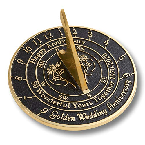 The Metal Foundry 50th Golden 2020 Reloj de sol para aniversario de boda, regalo de latón reciclado sólido es un gran regalo para él, ella, padres, abuelos o pareja en 50 años de matrimonio.