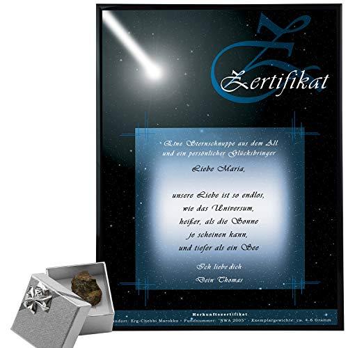 Sternschnuppe kaufen – Meteoriten mit Echtheits-Zertifikat – personalisiert mit Wunschtext für Partner/ Partnerin – Steinmeteorit 10-15 Gramm mit Fundort – persönliche Valentinstagsgeschenke