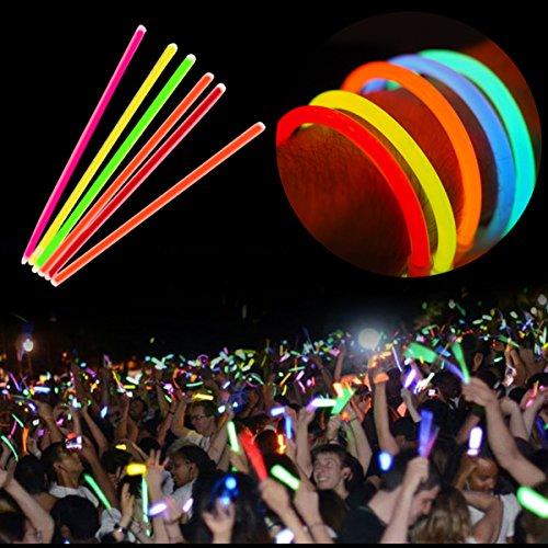Preisvergleich Produktbild 100 Knicklichter Glow Sticks 20cm Leuchtsticks verschiedene Farben Light Up Glow Sticks Armband Ketten LED-Blinklicht Neon für Party,  Jäten,  Weihnachten und Dancing Clubs