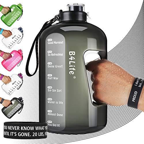 B4Life Botella de agua de 3.78L con marcador de tiempo, pulsera motivadora, entrenamiento de fitness, bebe más agua diaria, botella de agua extra grande sin BPA a prueba de fugas con, NEGRO PROUD