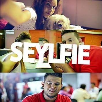 Seylfie