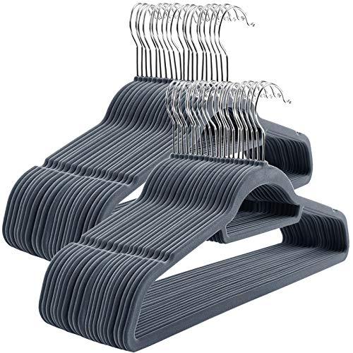 SONGMICS Kleiderbügel, 50 Stück, Anti-Rutsch, Jackenbügel, 0,6 cm Dicke, Anzugbügel Samt, platzsparend, um 360° drehbarer Haken, 45 cm breit, für Jacken, Mäntel, Röcke, Hemden, Hosen, HellGrau CRF50VX