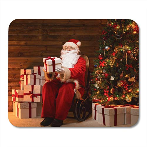 Mauspads Feiern Sie den Weihnachtsmann, der auf einem Schaukelstuhl im hölzernen Mauspad für Notebooks, Desktop-Computer-Matten und Büromaterial sitzt
