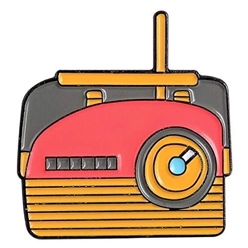 Máquina de escribir vintage, pines esmaltados, cinta de casete, insignia, broche, camisa vaquera, mochila