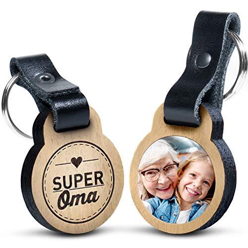 """Premium schenkYOU Schlüsselanhänger mit Foto aus Eichenholz und dunklem Echtleder - personalisierte Geschenkidee - Gravur """"Super Oma"""""""