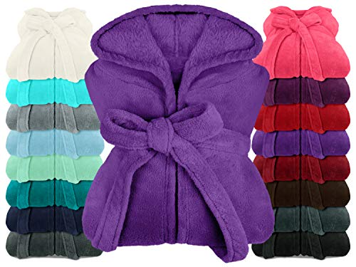 npluseins extra weicher Kapuzen-Bademantel aus Kuschelfleece - in modernen Farben und verschiedenen Größen - Unisex & wadenlang, M, lila