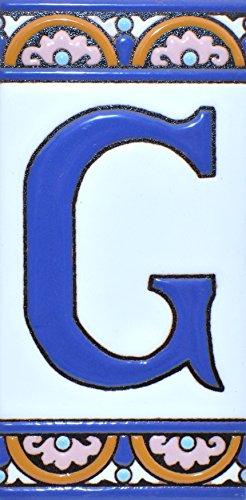 Letreros con numeros y letras en azulejo de ceramica policromada, pintados a mano en técnica cuerda seca para placas con nombres, direcciones y señaléctica. Texto personalizable. Diseño ARCO GRANDE 14,9 cm x 7,4 cm. (LETRA 'G')