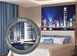 GREAT ART XXL Poster – Hongkong bei Nacht – Wanddekoration Deko Mega City Sightseeing Städte Lichter Stadt Wandbild Metropole Nachtbild Skyline China Millionenstadt Motiv (140 x 100 cm)