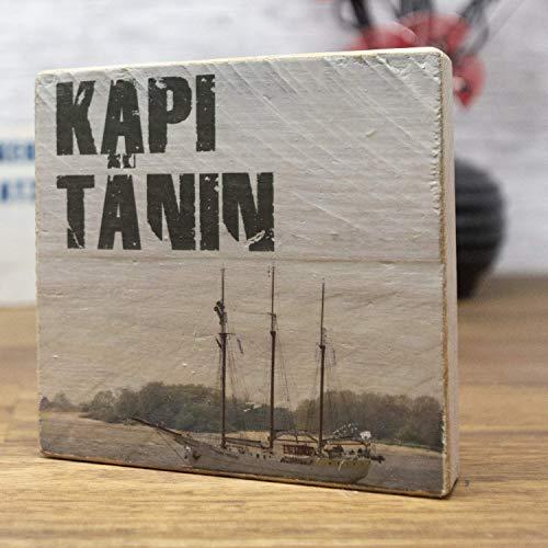 elbPLANKE - Kapitänin | 9,5x9,5 cm | Holzbilder von Fotoart-Hamburg | 100% Handmade aus Holz (Palette/Kiefer/Fichte/Birke)