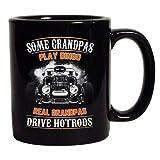 Alcuni nonni giocano a Bingo I veri nonni guidano la tazza di caffè nero Hotrods