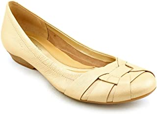 fbe829bce7945 Amazon.com: Naturalizer - Flats / Shoes: Clothing, Shoes & Jewelry