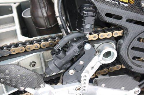 GSG Bremsflüssigkeitsbehälter schwarz eloxiert Hinten Yamaha MT-01 RP12 05-06 mit Rizoma Fußrastenanlage ABE