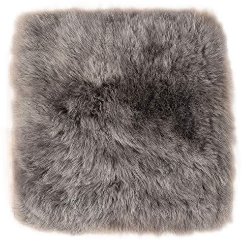 Lammfell Pad Grau Sitzauflage Stuhlkissen Stuhlauflage kurzwollig aus echtem Island Lammfell grau gefärbt 37 x 37 cm