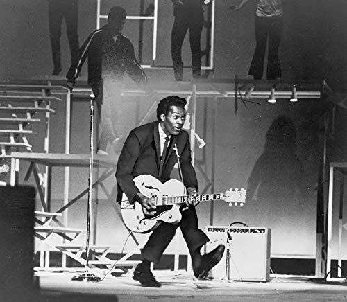 Chuck Berry (B. 1926) On Stage Poster Print (91,44 x 60,96 cm)