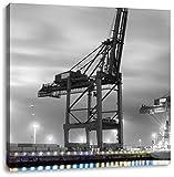 großer Containerkran im Hafen schwarz/weiß, Format: 40x40