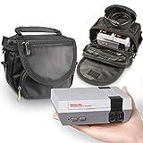 Orzly Bolsa de Viaje para la Nintendo NES Classic Edition (Nuevo Modelo 2016 Versión Mini de la Consola NES) Consola + Cable + 2 Mandos – Incluye Correa + Asa – Negro