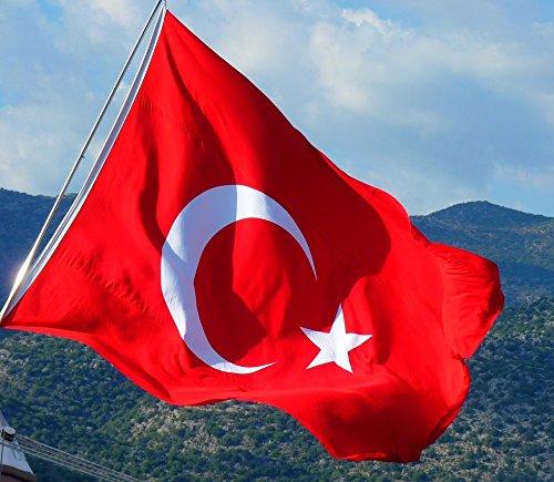 XXXL türkische Riesen- Flagge Fahne Bayrak Türk Türkei (2 x 3 METER)/ Premium-Qualität dicker gewebter ALPAKA Stoff (kein dünnes Nylon)/ sehr robust wetterbeständig/ korrekte Proportionen (Größe) von Halbmond und Stern/ satte Farben (farbecht)/ doppelt umsäumter Rand/ hissfertig mit 2 robusten Ösen