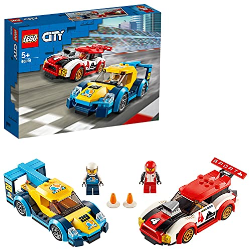LEGO 60256 Rennwagen-Duell City Spielzeug mit 2 Rennfahrer-Minifiguren, Rallyefahrzeugen für Kinder ab 5 Jahren