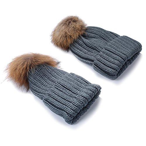 TININNA Pack de 2 Sombreros de Punto para Padres e Hijos, Pack de 2 Gorro Beanie Suave Piel sintética Doble Pom Hairball de Invierno de esquí para Madre y niño-Gris
