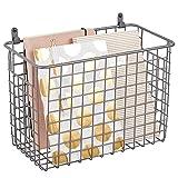 mDesign Estante de pared de metal – Estantería de rejilla grande para pasillo, dormitorio y otras habitaciones – Organizador de cartas, carteras, gafas de sol o accesorios de baño – gris