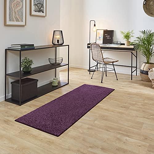 Carpet Studio Ohio Alfombra Pasillo 57x150cm, Alfombras para Dormitorio, Cocina & Pasillo, Fácil de Limpiar, Superficie Suave, Pelo Corto - Berenjena/Violeta