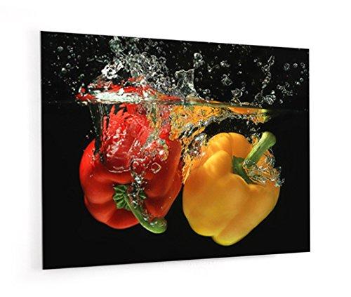 """Impression Murale® - Fond de hotte, crédence de cuisine en Verre de synthèse avec fixation adhésive""""Poivrons jaune et rouge ponglée dans l'eau"""" L. 90 x H. 70 cm - Epaisseur 4 mm"""