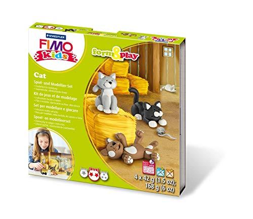 Staedtler 8034 16 LYST Katzen Fimo kids form&play Set (superweiche, ofenhärtende Knete, leichte Anleitung, wiederverschließbare Box, Set mit 4 Blöcken, 1 Modellierstab und 1 Spielkulisse)