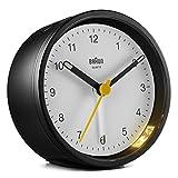 Braun - Reloj analógico clásico con función de repetición y luz, Movimiento de Cuarzo silencioso, Alarma de pitido Crescendo en Blanco y Negro, Modelo BC12BW, Talla única