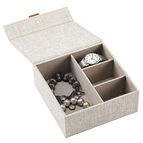 mDesign Schmuckkasten mit Deckel – elegante Stoffkiste mit 4 Fächern zur Schmuckaufbewahrung – ideale Aufbewahrungsbox für Ringe, Ketten, Uhren, Armbänder und vieles mehr – hellgrau