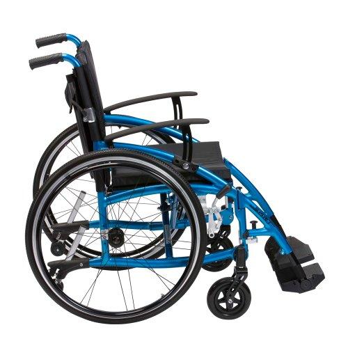 """""""Drive Enigma Blue Spirit""""-Rollstuhl, leicht, halbe klappbare Rückenlehne und verstellbare Armlehnen"""