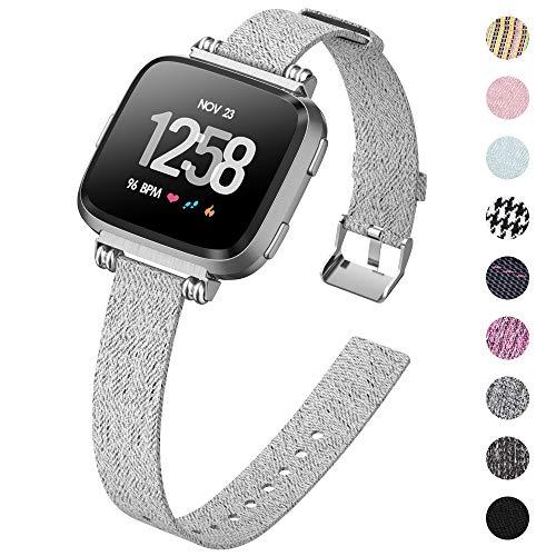 KIMILAR Armbänder Kompatibel mit Fitbit Versa/Versa 2/Versa Lite/SE Armband Stoff, Perlen Quadratische Schnalle Schlank Ersatzband Uhrenarmband für Fitbit Versa SE Smartwatch, Blau Grau