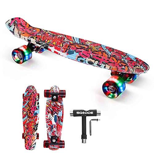 SGODDE Skateboard Komplette 56cm/22 Mini Cruiser Board Retro Komplettboard für Anfänger Kinder Jugendliche Erwachsene,56x15cm Komplett Board mit ABEC-7 Kugellager ,LED PU Leuchtrollen,T-Tool (Rot)