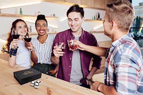 Exklusives Edelstahl Whisky Steine Geschenkset – Hohe Kühltechnologie - 8 Whisky Eiswürfel Wiederverwendbar - Edelstahl Eiswürfel - Besondere Geschenke für Männer - Edelstahl Kühlstein von Amerigo - 10