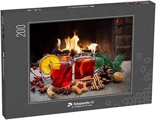 Puzzle 200 Teile Köstlicher Glühwein mit Weihnachtsdekoration am romantischen Kaminofen - Klassische Puzzle, 1000 / 200 / 2000 Teile, edle Motiv-Schachtel, Fotopuzzle-Kollektion 'Weihnachten'