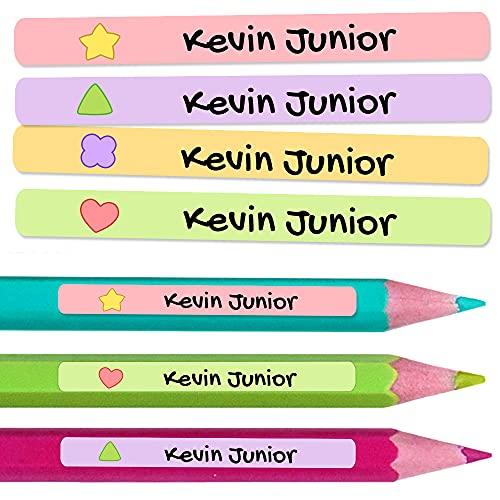 50 Pegatinas Personalizadas con Nombre para material escolar. Etiquetas adhesivas mini de colores. Vinilo adhesivo identificativo impermeable para bolis y lápices. Tamaño 4,6 x 0,6 cm