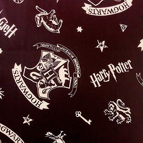 Tissu en coton Harry Potter avec l'emblème de Poudlard sur tissu noir par 25 cm