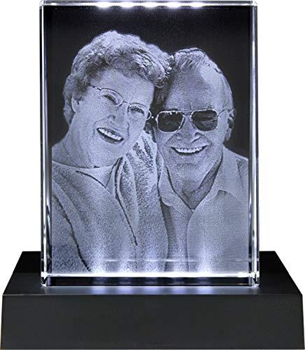 Galerie Kristall Massiver selbststehender Glas-Frame mit Wunsch-Foto und Wunsch-Text (80 x 105 x 30 mm, Hochformat, inkl. schwarzem LED-Lichtsockel mit Batterien)