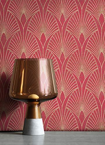NEWROOM Tapete Rot Vliestapete Pfauenfeder - Mustertapete Modern Gold Blätter Ornamente Retro Grafisch 50er Art Glamour inkl. Tapezier-Ratgeber