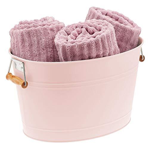 mDesign Cubo metálico con asas para el cuarto de baño – Barreño ovalado portátil para guardar toallas, champú, cremas, etc. – Cesta organizadora de 18 litros en metal y bambú – rosa claro