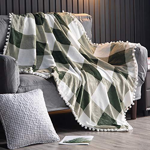 TEALP Flanell Pompon Decke Nap Nap Decke Bequeme Bettdecke Weiche Schlafsofa Decke Geeignet für alle Jahreszeiten (Grün und Weiß, 150x 200cm)