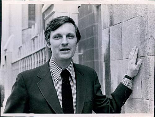 Vintage Photos 1980 Actor Alan Alda Mash Creator Writer Producer We'll Get by 8X10