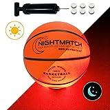 NIGHTMATCH Balón de Baloncesto Ilumina Incl. Bomba de balón - LED Interior se Enciende Cuando se rebotado– Brilla en la Oscuridad - Tamaño 5 - Tamaño y Peso Oficial